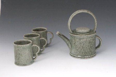 mugs-and-teapot